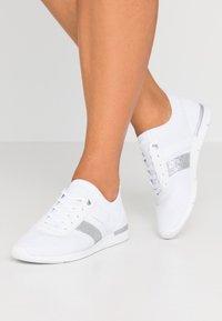 Tommy Hilfiger - FEMININE LIGHTWEIGHT  - Sneakers basse - white - 0