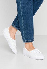 Lacoste - ZIANE CHUNKY - Sneakersy niskie - white - 0