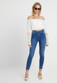 NA-KD - HIGH WAIST OPEN HEM - Jeans Skinny Fit - mid blue - 1
