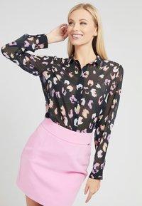 Guess - CLOUIS  - Button-down blouse - mehrfarbig schwarz - 0