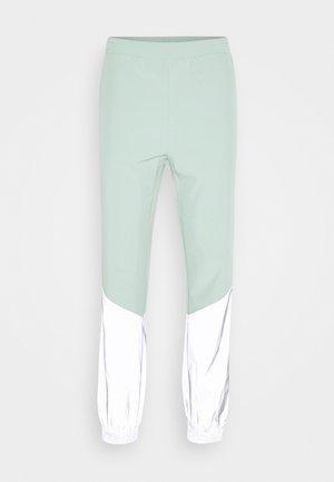 FREDERICK REFLECTIVE TRACK PANTS - Bukse - granite green