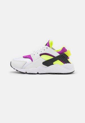 HUARACHE - Sneakers laag - white/red plum/light lemon twist/black