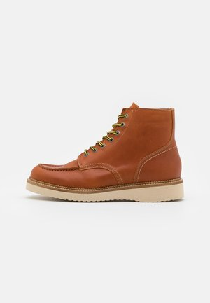 SLHTEO NEW MOC-TOE BOOT - Lace-up ankle boots - cognac