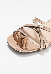 Lost Ink - TOE POST STRAPPY  - Sandaler m/ tåsplit - rose gold - 6