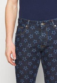 Just Cavalli - PANTS POCKETS STARS - Džíny Slim Fit - blue denim - 3