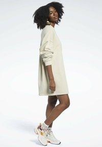 Reebok Classic - REEBOK CLASSICS NATURAL DYE OVERSIZE CREW DRESS - Jersey dress - beige - 1