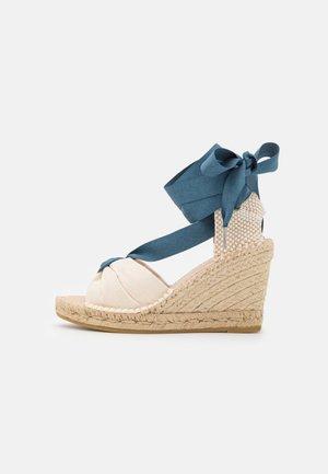 CARLA  - Sandály na platformě - crudo/jeans