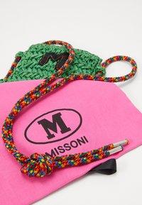 M Missoni - PORTACELLULARE CROCHET - Borsa a tracolla - green - 4