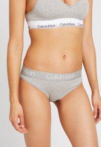 Calvin Klein Underwear - HIGH LEG TANGA - Kalhotky - grey heather - 0