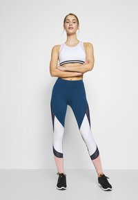 Even&Odd active - Leggings - dark blue/pink/light grey - 1