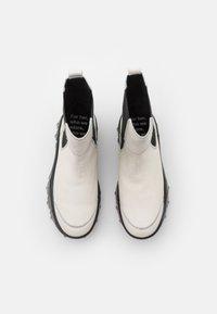 Bronx - JAXSTAR - Platåstøvletter - offwhite/black - 5