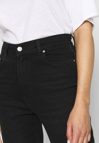 Gina Tricot - COMFY MOM - Relaxed fit jeans - black - 3