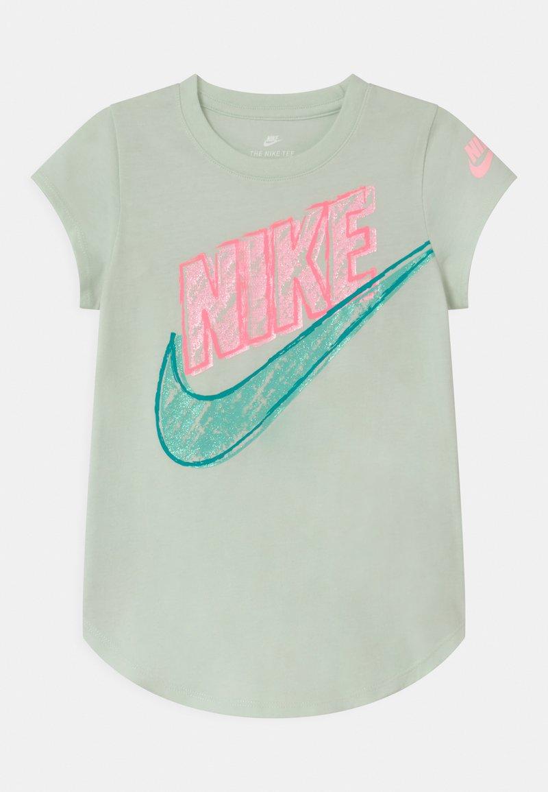 Nike Sportswear - GRAPHIC - Print T-shirt - barely green