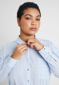 Kaffe Curve - AMINA - Button-down blouse - blue - 3