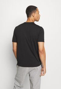 Champion - LEGACY TRAINING CREWNECK - T-shirt con stampa - black - 2