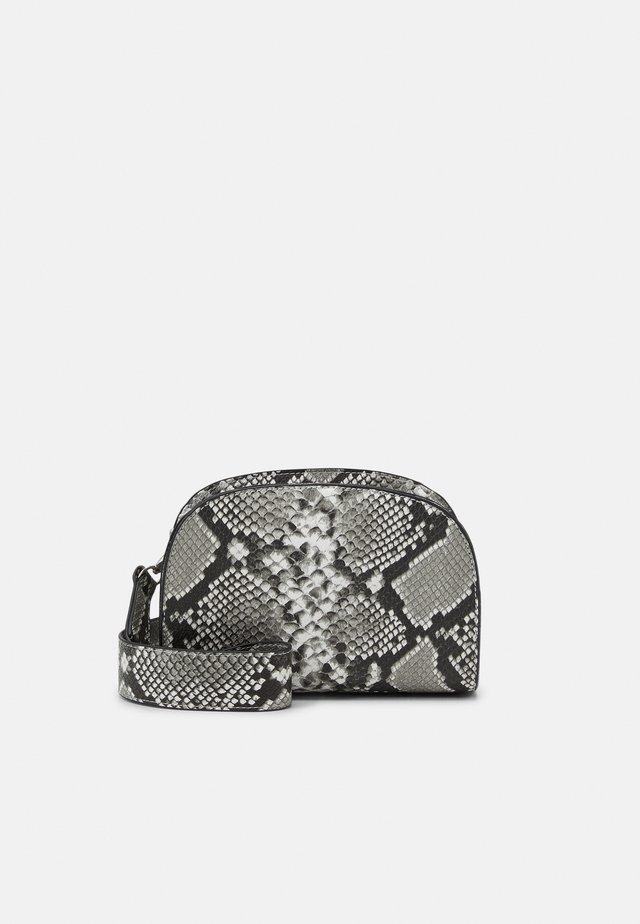 PARI CROSSOVER BAG - Taška spříčným popruhem - grey