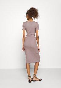 Missguided - SELF BELT MIDAXI DRESS - Jumper dress - brown - 2