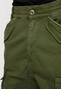 Alpha Industries - AIRMAN - Cargo trousers - dark oliv - 3