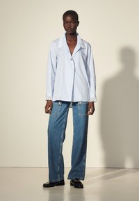 sandro - ALINE - Button-down blouse - ciel/blanc - 0