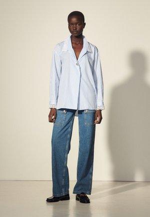 ALINE - Button-down blouse - ciel/blanc