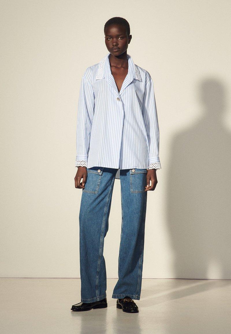 sandro - ALINE - Button-down blouse - ciel/blanc