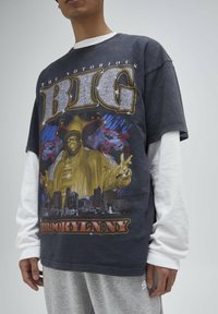 PULL&BEAR - T-shirt con stampa - black - 4