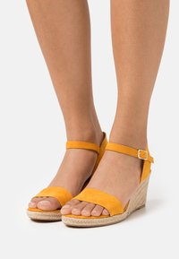 Tamaris - Wedge sandals - mango - 0