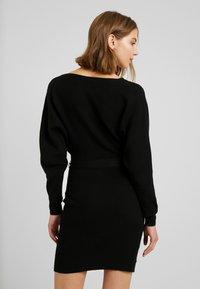 Vero Moda - VMREMI V NECK DRESS - Neulemekko - black - 3