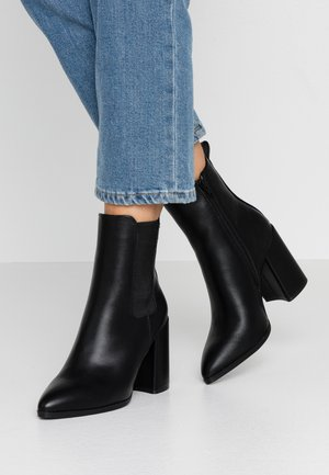 ARGYLE CHELSEA HEELED BOOT - High heeled ankle boots - black