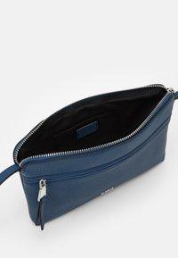 PARFOIS - Skulderveske - blue jeans - 2