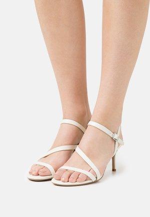 LANDYN - Sandals - vanilla