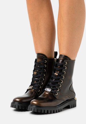POLISHED LACE UP BOOT - Lace-up ankle boots - gold