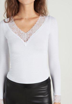 MIT V-AUSSCHNITT - Long sleeved top - bianco