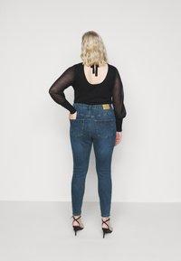 Vero Moda Curve - VMLOA RAW - Jeansy Skinny Fit - medium blue denim - 2