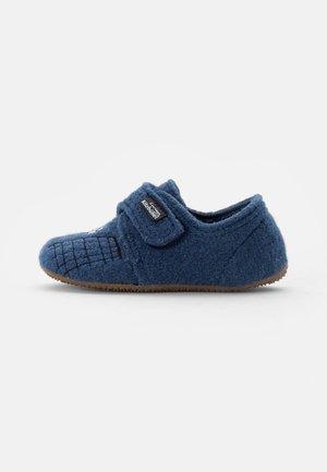KLETTMODELL TIGER & FUSSBALLTRIKOT - Domácí obuv - media blue