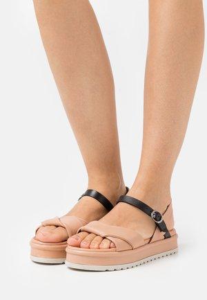 Sandales à plateforme - lotus