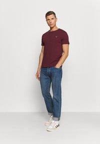 GANT - THE ORIGINAL - T-shirt - bas - port red - 1