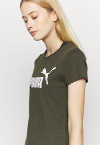 Puma - LOGO TEE - Print T-shirt - forest night - 4