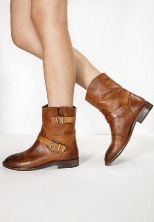 Cowboy/biker ankle boot - tan tan