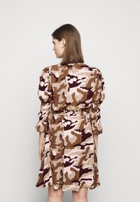 True Religion - Denní šaty - camouflage peach - 2