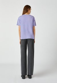 PULL&BEAR - T-shirt imprimé - purple - 2