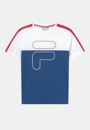 FERDI BLOCKED TEE  - Print T-shirt - bright white/limoges/true red