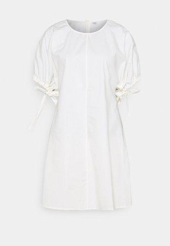 HARRIET DRESS - Denní šaty - cannoli cream