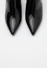 Stuart Weitzman - LINARIA  - Nilkkurit - black - 5
