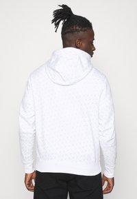 Nike Sportswear - REPEAT HOOD - Sweatshirt - white/black - 2