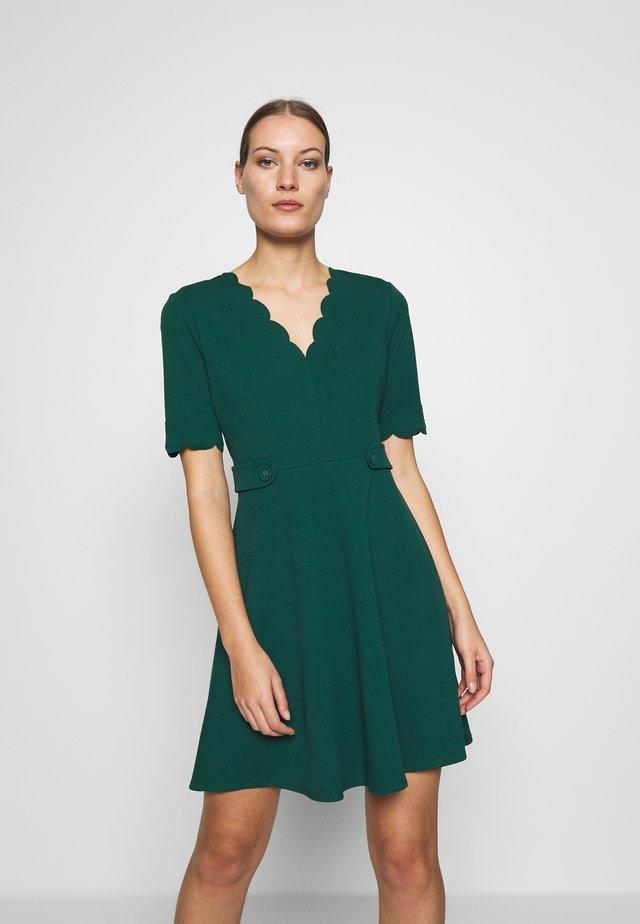 SCALLOPED DETAIL DRESS - Jersey dress - green