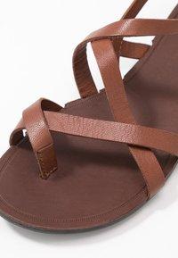 Vagabond - TIA - T-bar sandals - cognac - 2