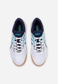 ASICS - UPCOURT 4 - Handball shoes - white/peacoat - 3