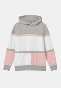 pink breeze/light grey heather