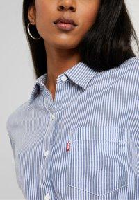 Levi's® - THE ULTIMATE - Button-down blouse - fondulac sodalite blue - 4